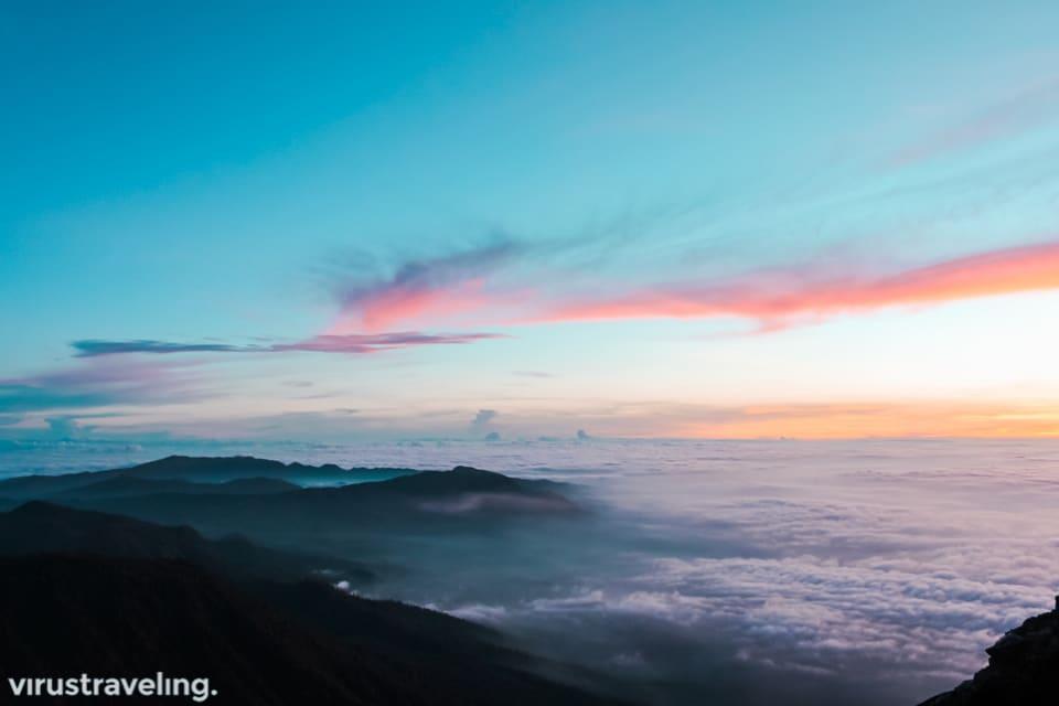 lautan awan di puncak mahameru