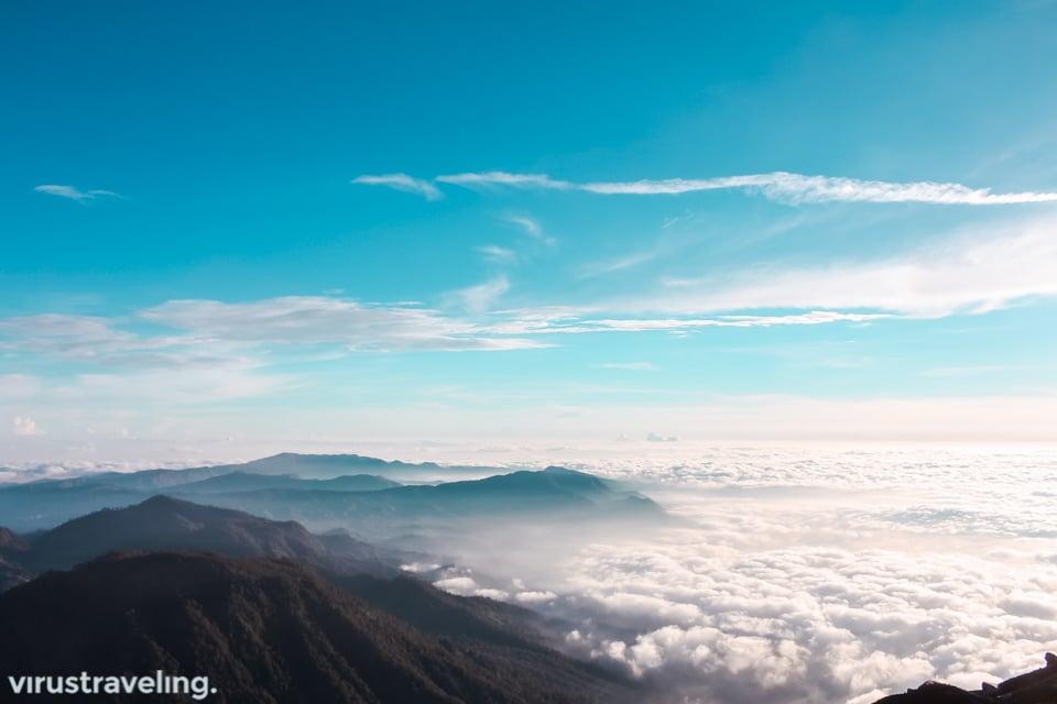 samudera awan di puncak mahameru
