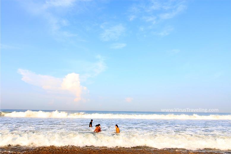 Ombak di Pantai Sawarna