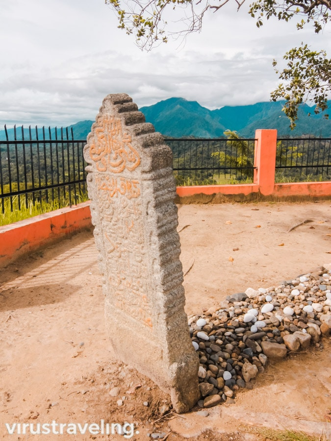 Batu Nisan Makam Papan Tinggi Barus