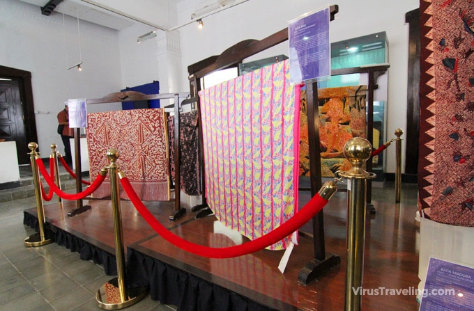 Koleksi batik di Museum Batik Pekalongan