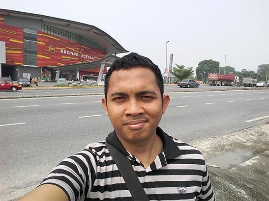 Selfie Hasil Jepretan Kamera Samsung J5 di Kuching Sentral