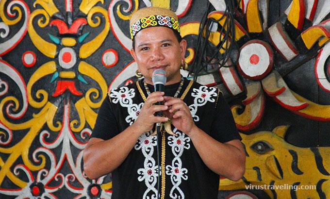 Guide di Kampung Dayak Kenyah Desa Budaya Pampang