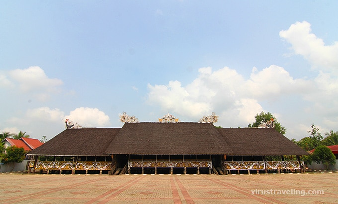 Rumah Lamin Dayak di Desa Budaya Pampang