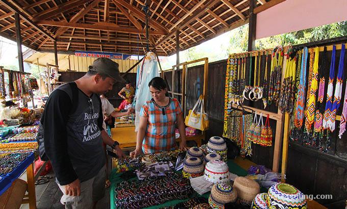 Toko Souvenir di Desa Budaya Pampang