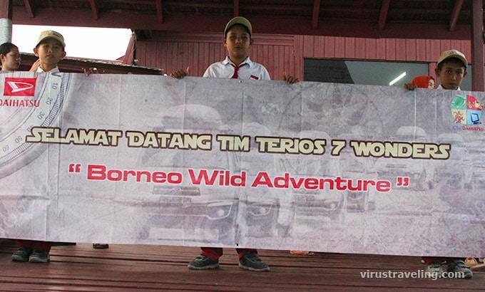 Penyambutan tim Terios 7 Wonders di Pulau Maratua