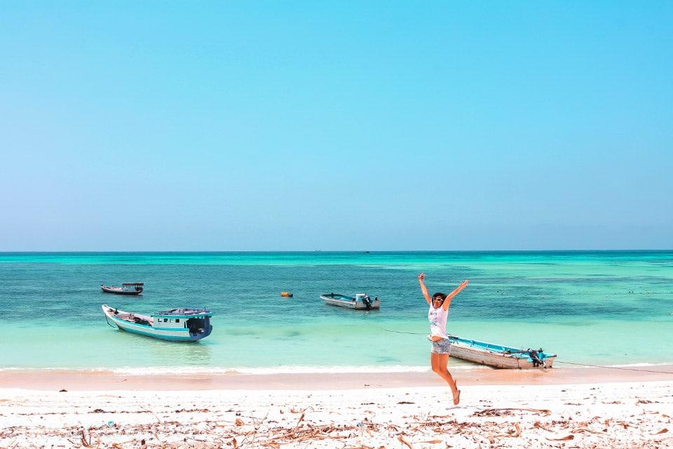 Pantai Otan di Pulau Semau yang sepi