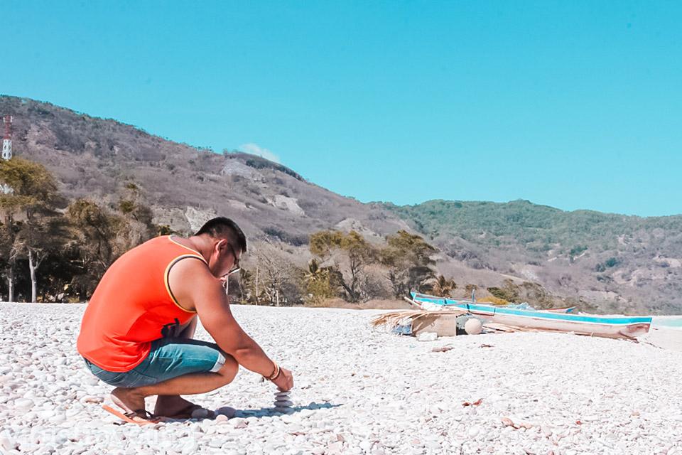 Tempat Wisata di Kupang yaitu Pantai Kolbano
