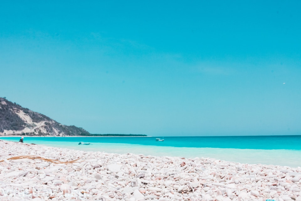Wisata di Kupang yaitu Pantai Kolbano