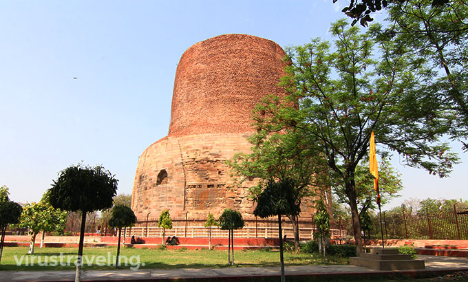 Stupa Dhamek di Sarnath India