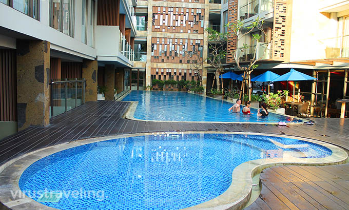 Swimming Pool Harper Kuta Hotel