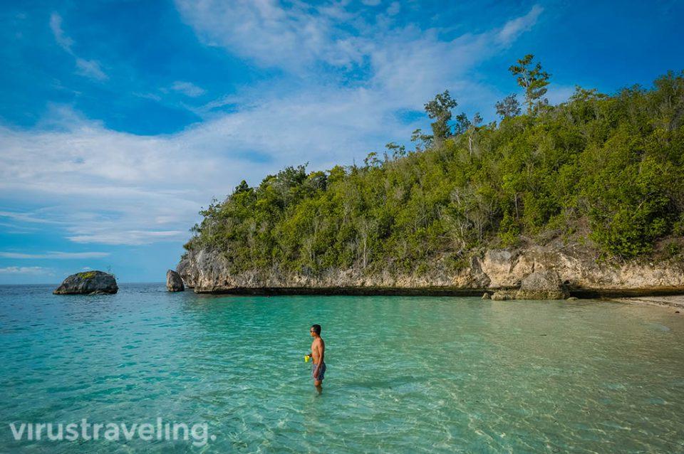 virustraveling di pantai Karina Togean