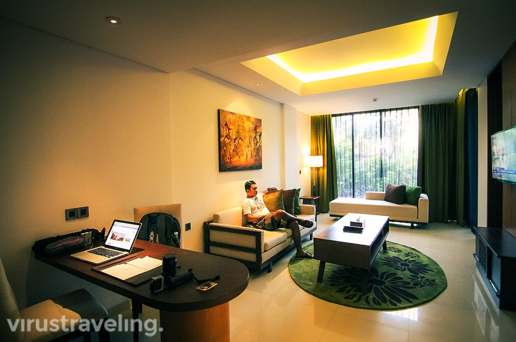 Golden Tulip Jineng Suite Pool Access