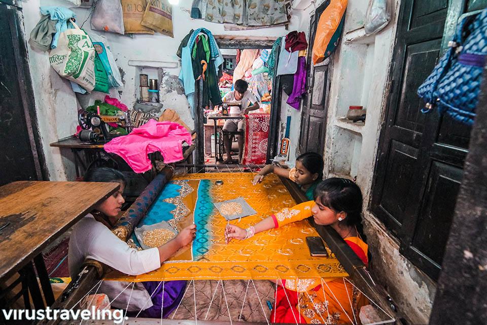 kampung pembuat sari di varanasi