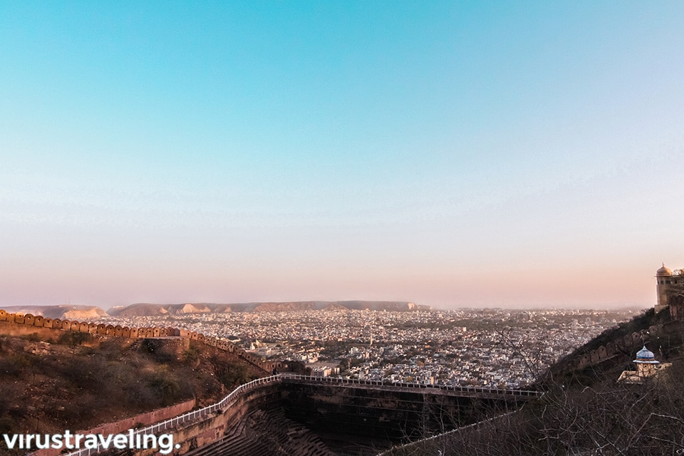 pemandangan kota jaipur dari atas nahargarh fort