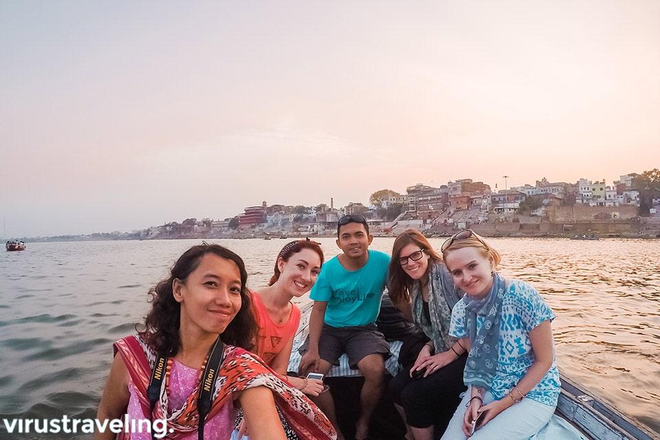 Trip ke India sunset di sungai gangga varanasi