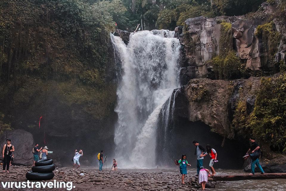 Wisata air terjun Tegenungan Ubud Gianyar