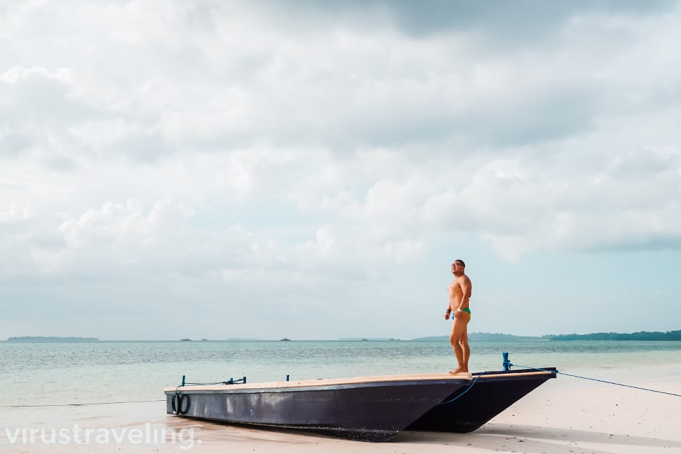 KoperTraveler Pose di Pantai Ngurbloat