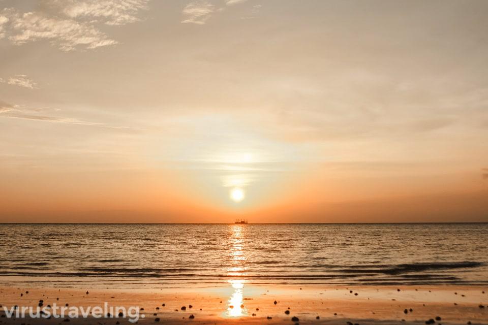 Sunset di Pantai Ngurbloat Kepulauan Kei