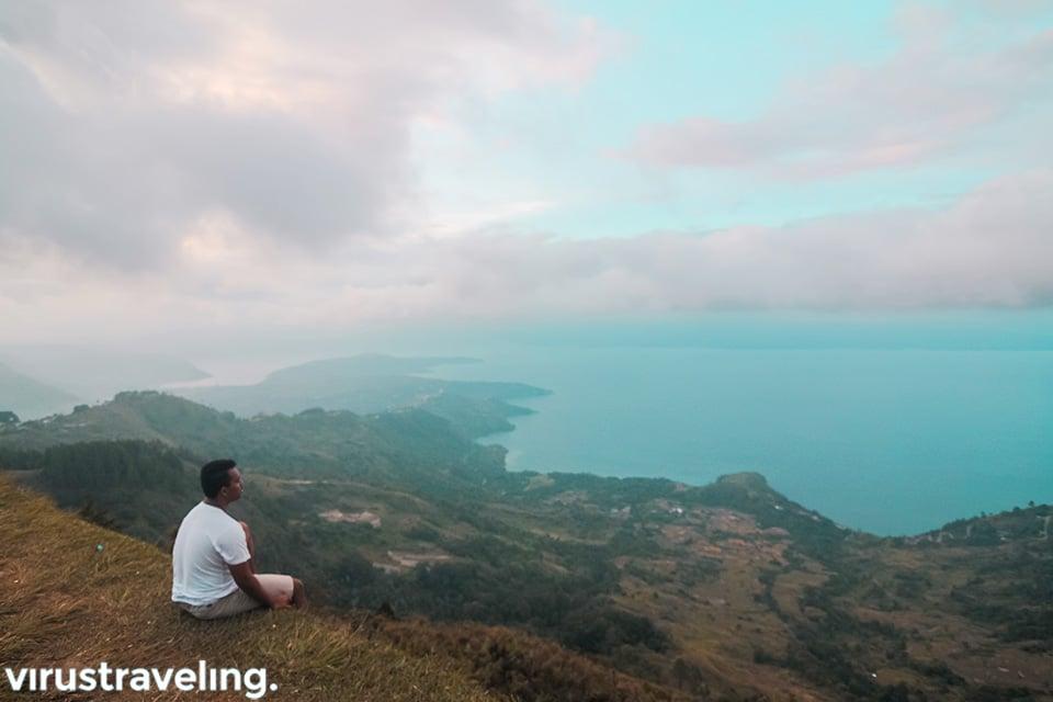 Danau Toba dari peluncuran Gantole di Huta Ginjang