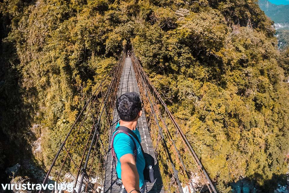 Jembatan Gantung menuju kuil Changuang