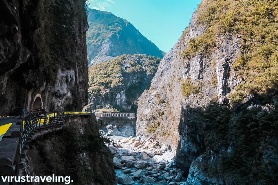 Pemandangan dari Jiuqudong Tunnel Taroko Gorge