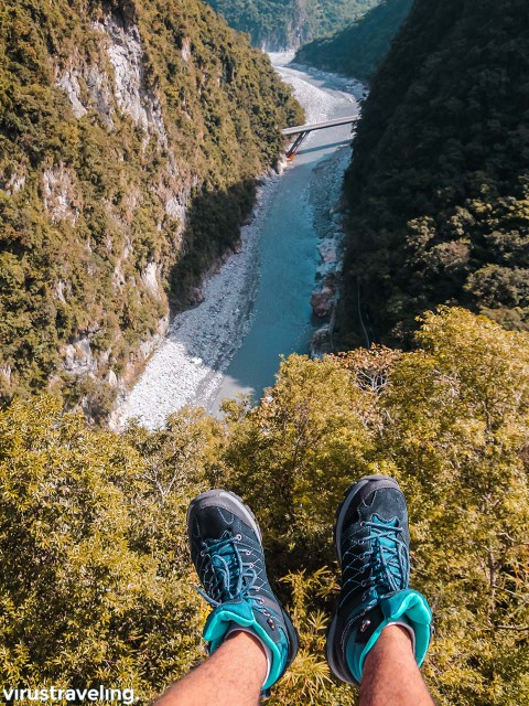 Sepatu Gunung Kalibre di Taroko Gorge