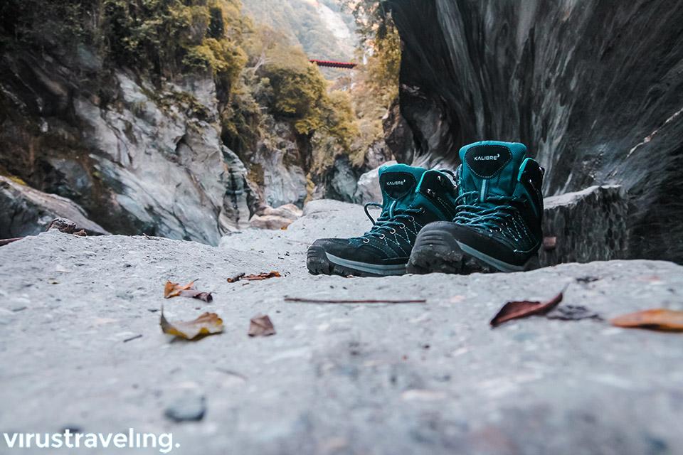 Sepatu Gunung Kalibre yang saya pakai selama traveling di Taiwan