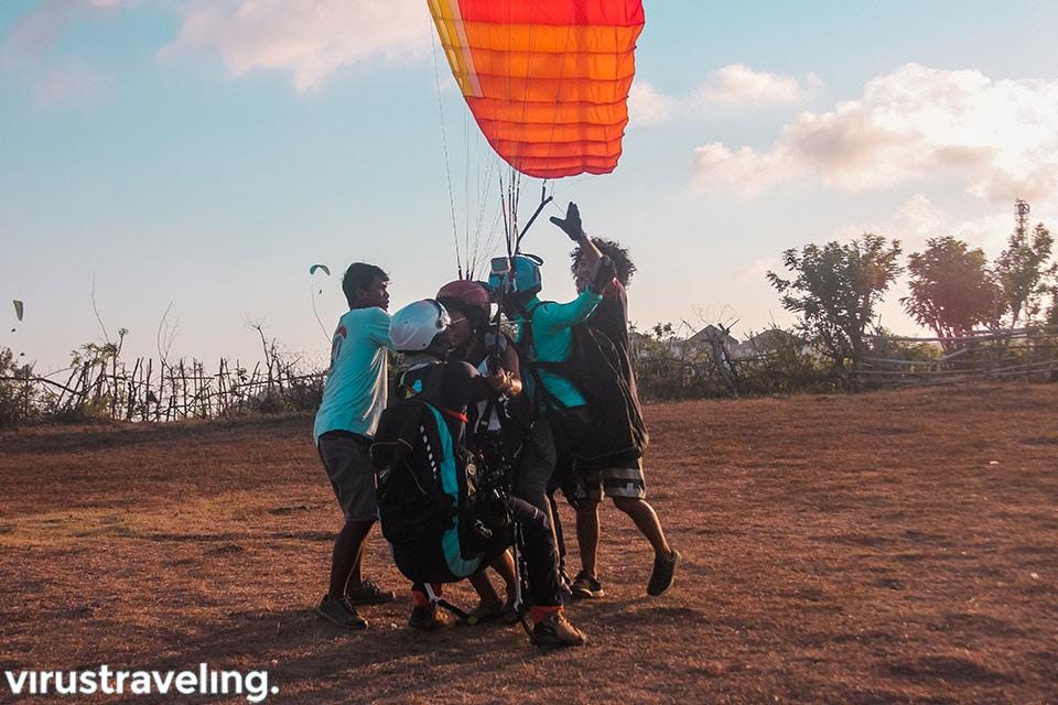 satya winnie sesaat landing bali paragliding