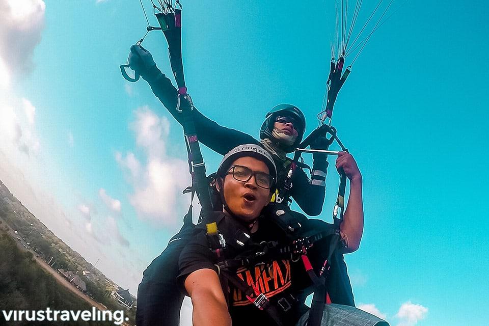 tandem paragliding di atas pandawa beach