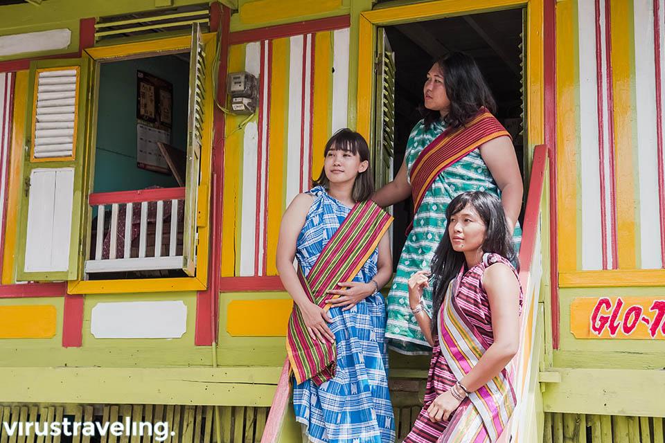 wisata ke kampung tenun warna warni bau bau