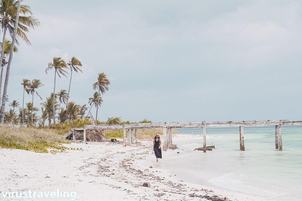 Pantai di Pulau Ular Bau bau