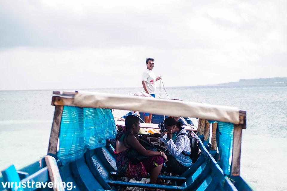Perahu Katinting ke Pulau Ular
