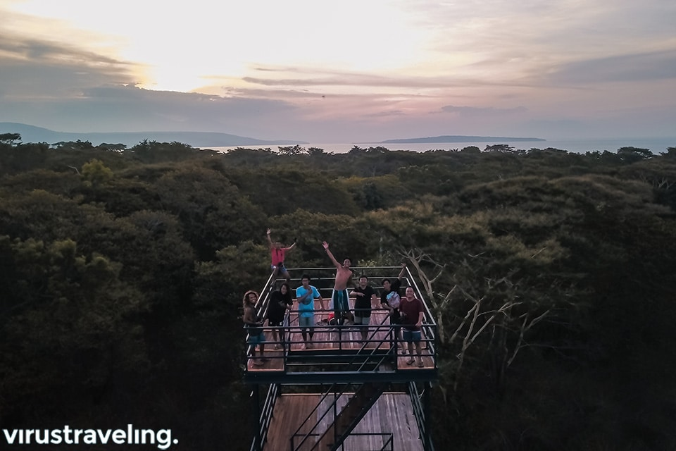 menikmati sunset dari atas bird watching tower