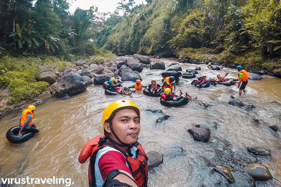 Selfie saat aktivitas River Tubing