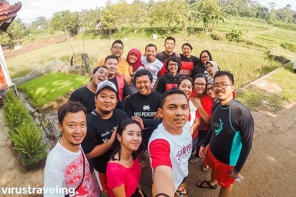 Selfie sebelum river tubing di Kali Kreo