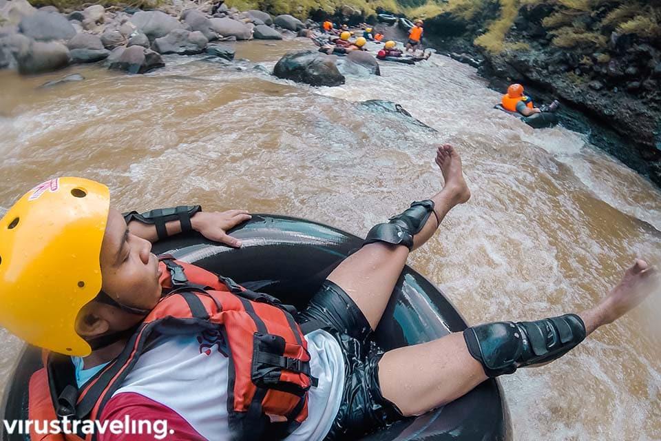 Serunya aktivitas River Tubing