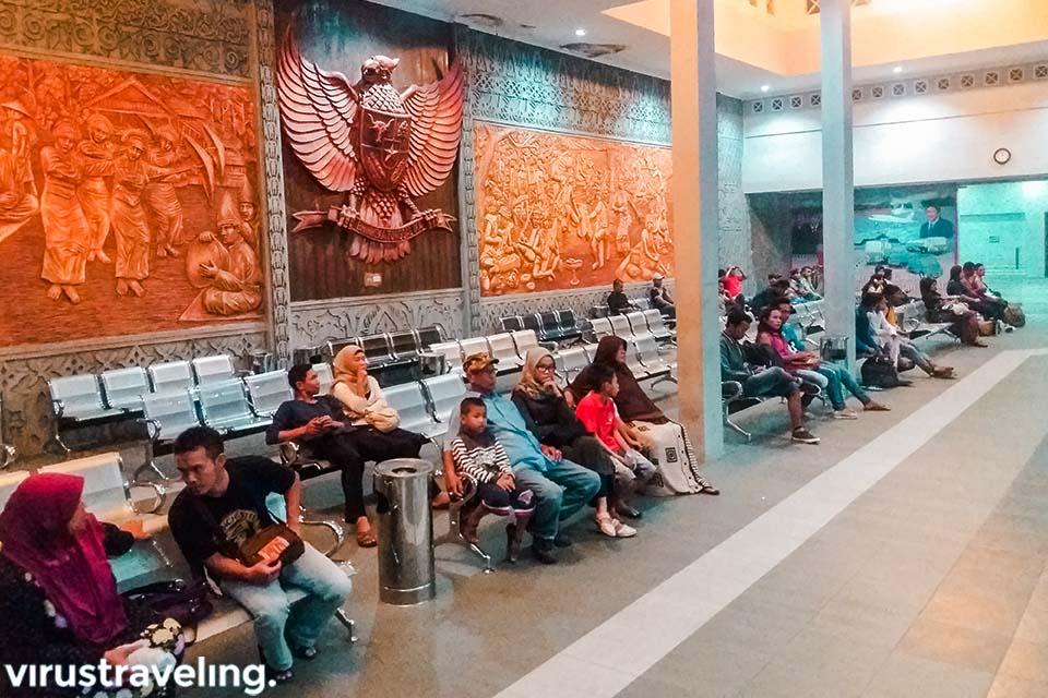 Suasana boarding room Terminal Ambawang