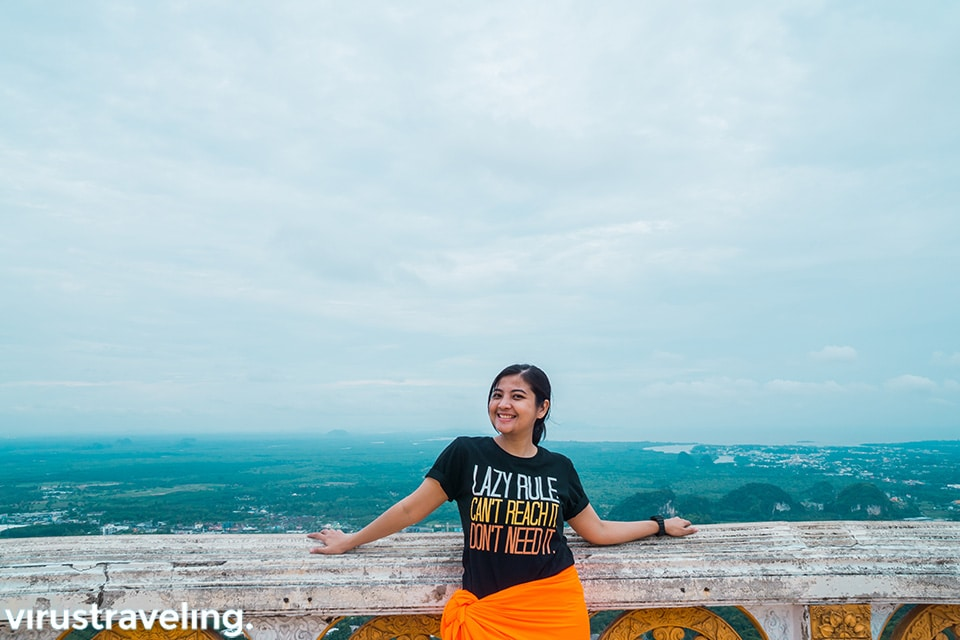 Di puncak Tiger Cave Temple