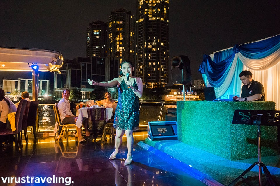 Entertainment saat Chao Phraya Cruise Dinner