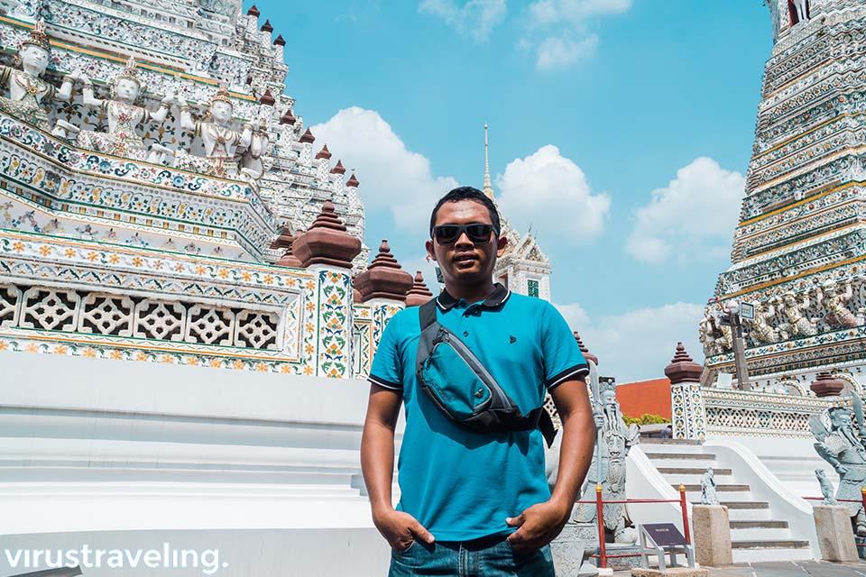 Virustraveling di Wat Arun